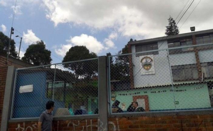 Campaña de matrículas en el colegio Atenas de San Cristóbal