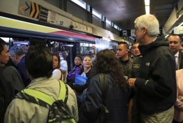 Alcalde de Bogotá viaja en Transmilenio y hace un balance del día sin carro