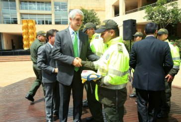 Seis policías fueron premiados por su compromiso con la seguridad
