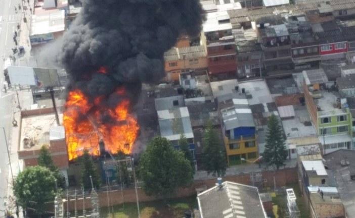 Incendio en fábrica de plásticos, en Kennedy, está controlado