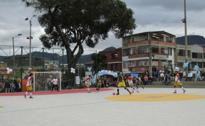 Reinauguración de la cancha La Valvanera en la localidad de Antonio Nariño