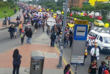 Maestros protestaron frente a la secretaria de educación