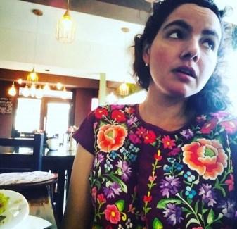 Blusa con bordados istmeños de Oaxaca.
