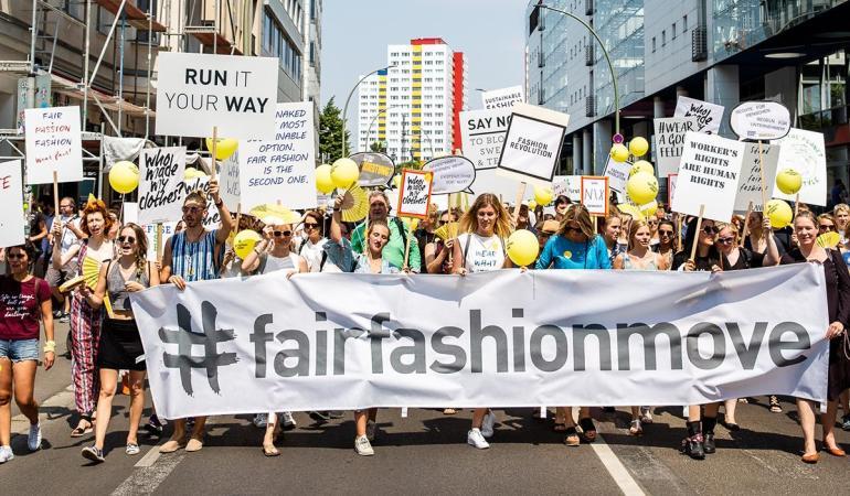 So sieht ein Statement aus: Der Fair Fashion Move war die erste Demo für ethische Mode in Deutschland