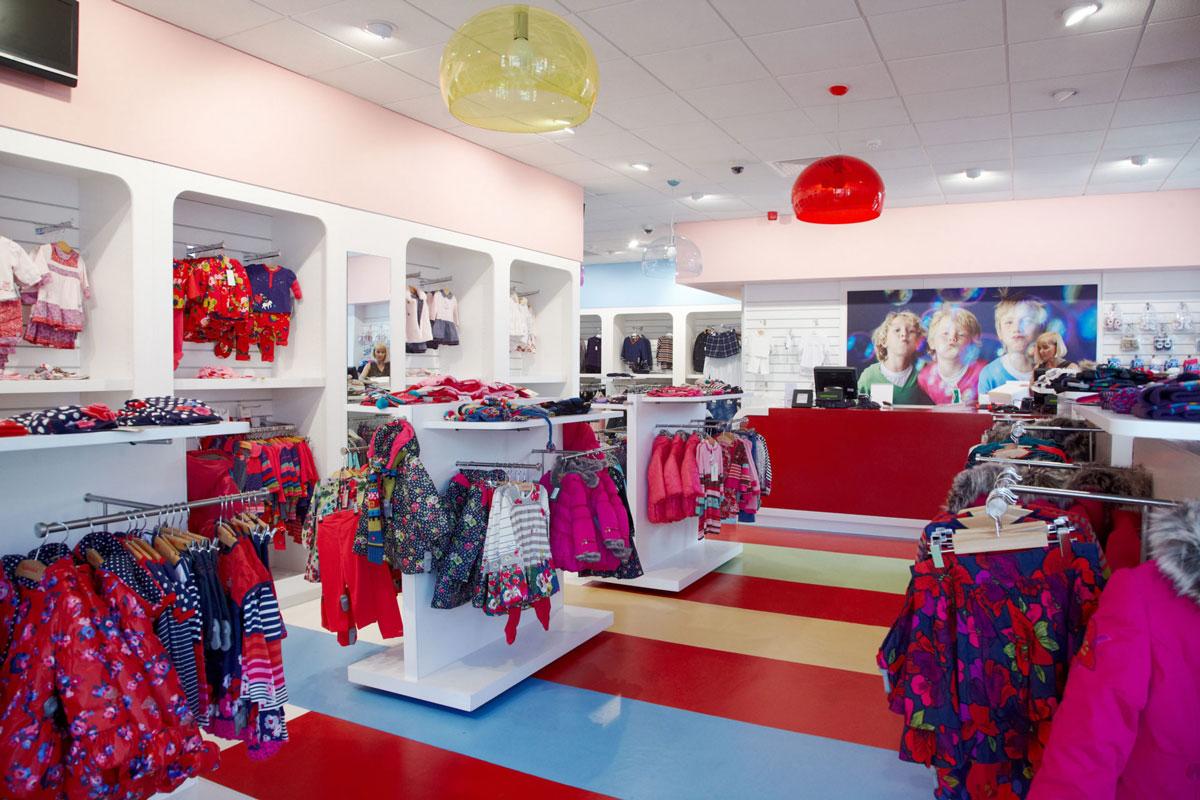thiết kế nội thất cửa hàng mẹ và bé