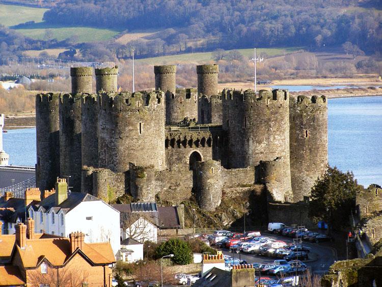 Pháo đài cổ Conwy Castle - Tòa lâu đài sừng sững bên bờ biển Bắc Wales