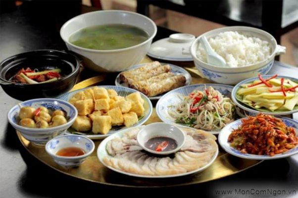Daily family meals in Vietnam