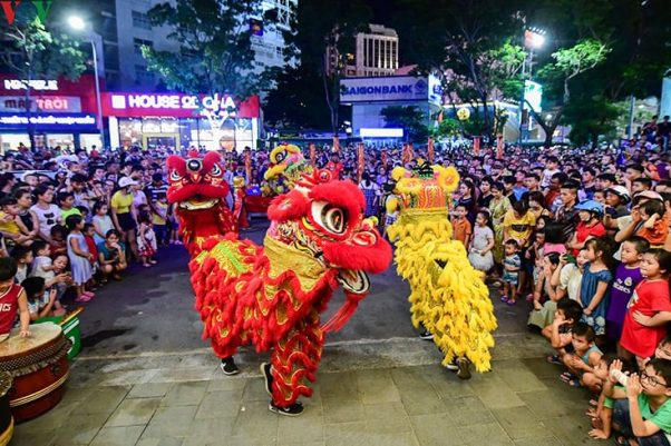Mid-Autumn Festival (also called Moon Festival) is a traditional festival of Asian people for family reunions or thanksgiving.