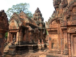 Budget Cambodia Vietnam Family Tours by Bus for 14 Days