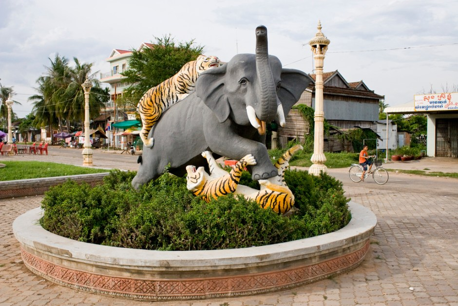 CAMBODIA TOUR OF SHRINES & SHORES