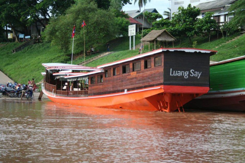 LAOS TOUR WITH LUANG SAY CRUISE FROM HOUEI XAI TO VIENTIANE