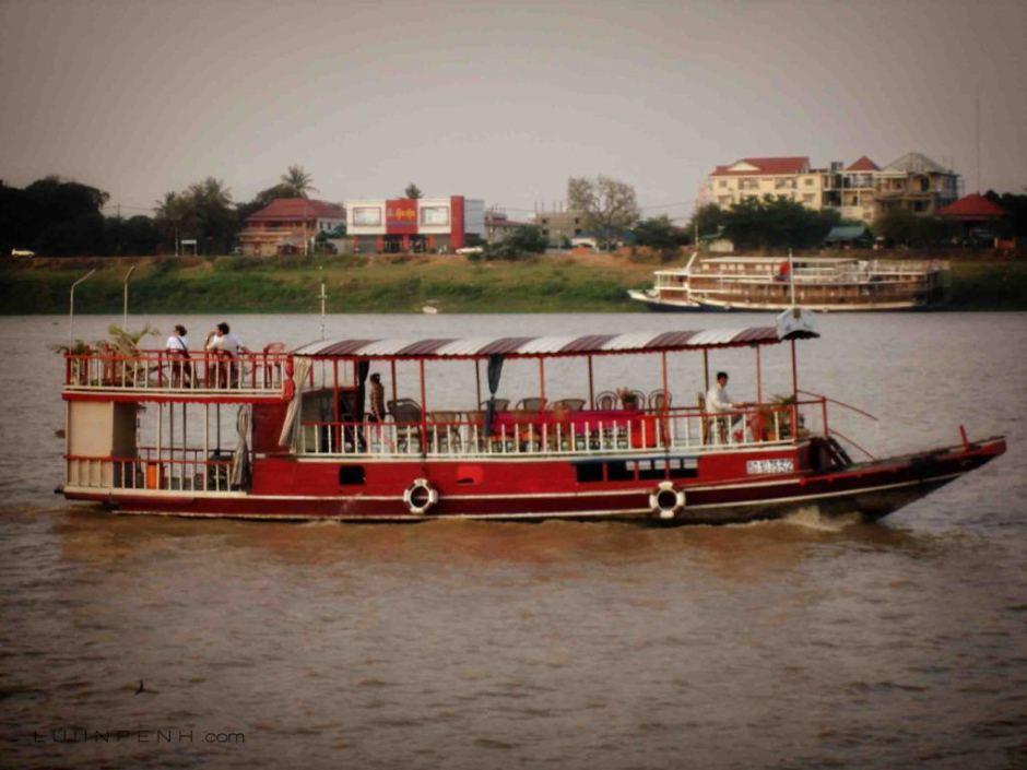DOWNSTREAM CAMBODIA CRUISE EXPEDITION TO VIETNAM