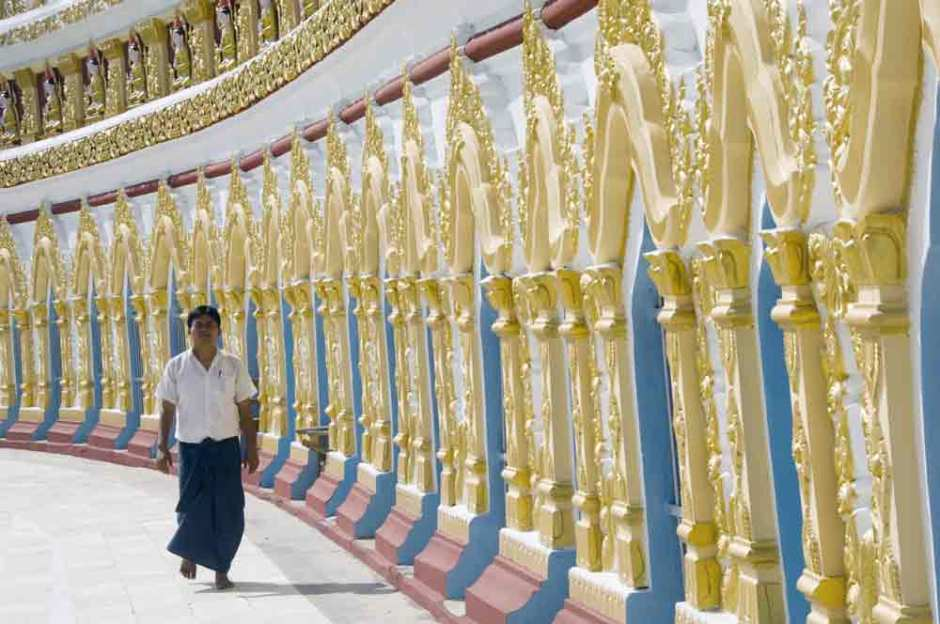 MANDALAY MEDITATION TOUR AT SAGAING HILL