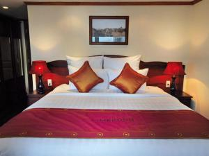 RV Mekong Prestige Downstream Cruise Trip from Siem Reap to Saigon