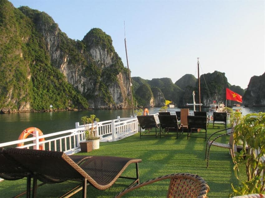 Halong Alova Gold Cruise Expedition for 3 Days / 2 Nights