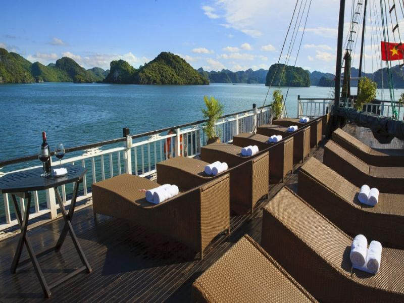 2-Day Halong Bay Tour with Bai Tho Junk
