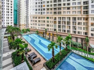 Vietnam_Hochiminh_Dist4_Saigon Royal_Pool (1)