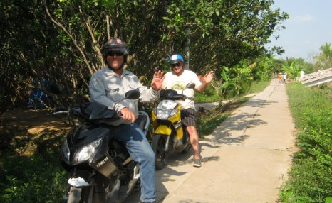 Motorbike tours in Southern Vietnam Pic05