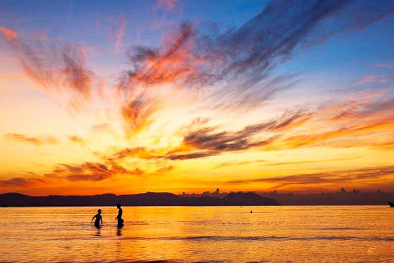 Закат на пляже Доклет