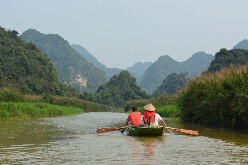 Вьетнамские рыбаки на лодке