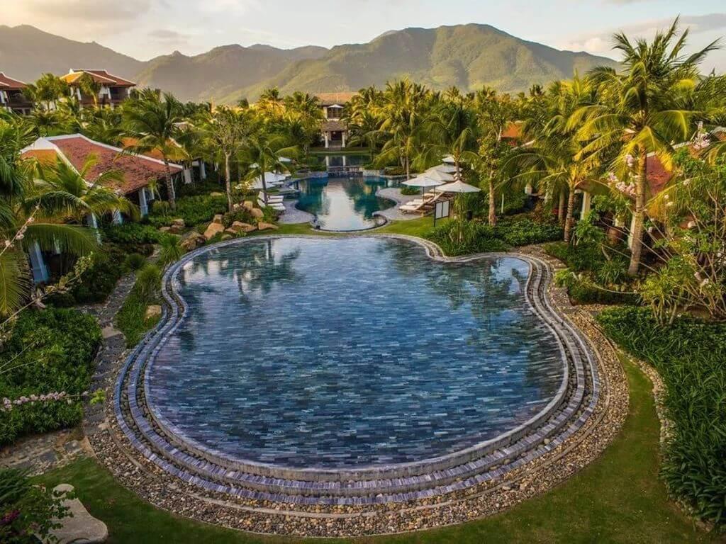 Центральный бассейн в Anam Resort