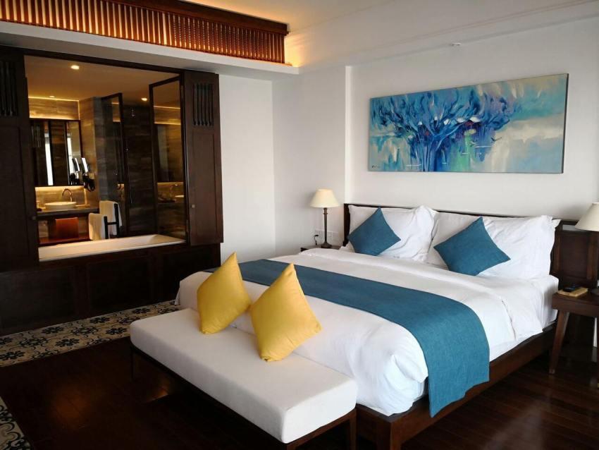 Номер в отеле Anam Resort в пятиэтажном здании
