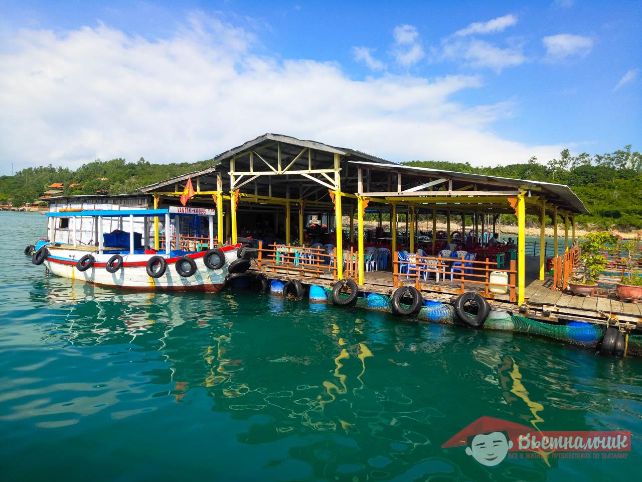 Вьетнамский ресторан на воде