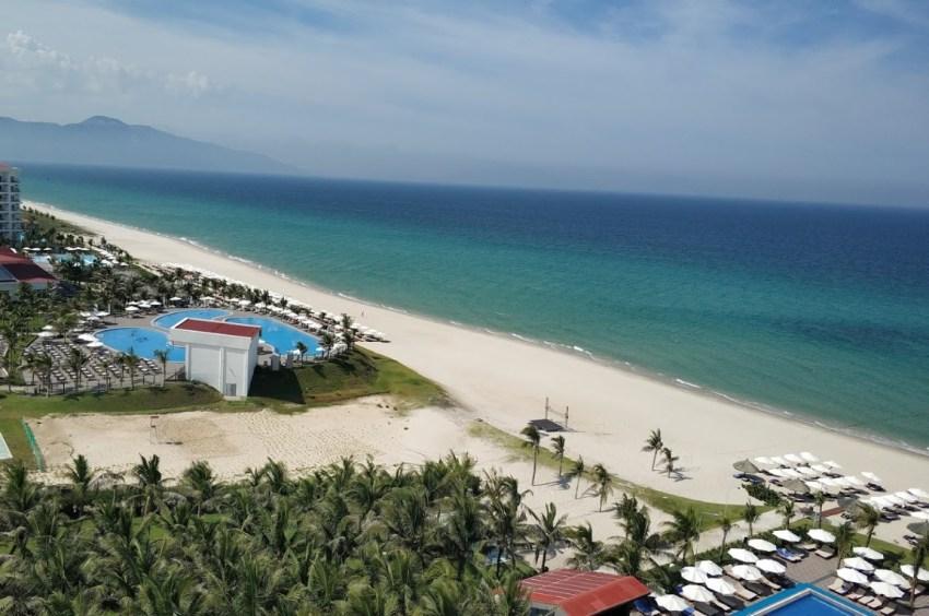 Пальмы и чистый пляж