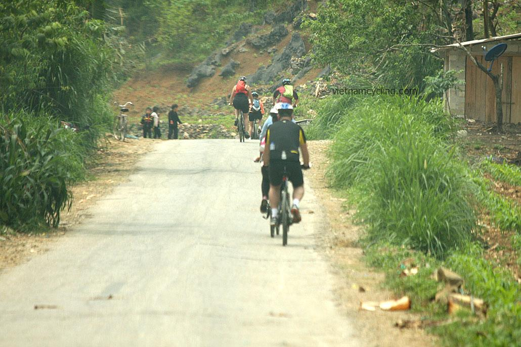 cycling northeast vietnam, ha giang