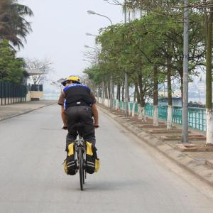 cycling hanoi west lake