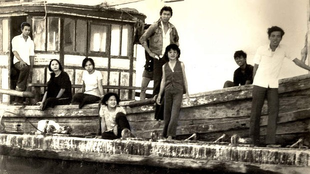 Người tị nạn đang lên thuyền tại Kiên Giang in 1979. Photo: Fairfax Library