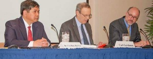 Từ trái: Tiến sĩ Cù Huy Hà Vũ, Ô. Carl Gershman, Chủ tịch NED, GS Zachary Abuza