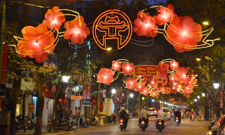 Vietnam's Hanoi street by night