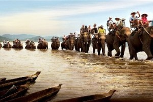 Cuoi Voi Qua Ho Lak 300x150 - HOI AN MOTORBIKE TOUR TO SAIGON VIA CENTRAL HIGHLANDS