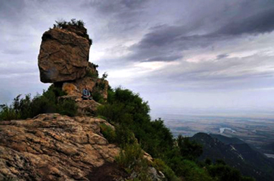 Meditate on Rock in Mt Zhongnan (photo from 宋艳刚)