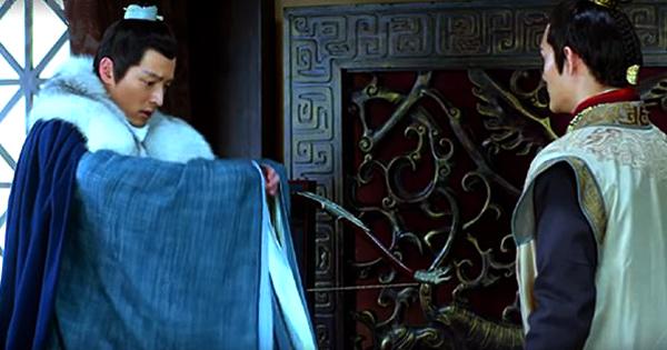 Mei Changsu apologizing for touching the bow