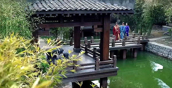 A bridge in Mei Changsu's garden parlour