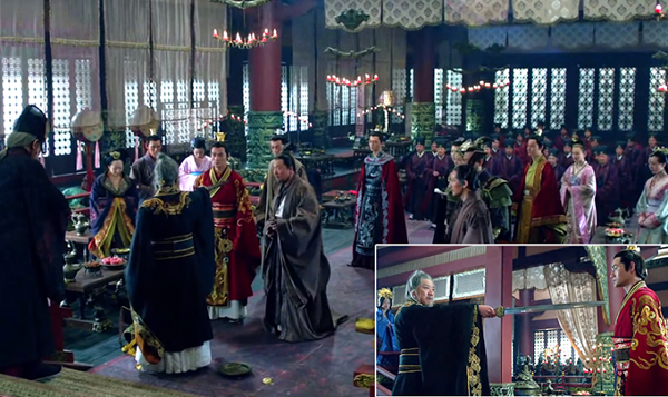 The emperor draws a sword and lurches his way toward Mei Changsu