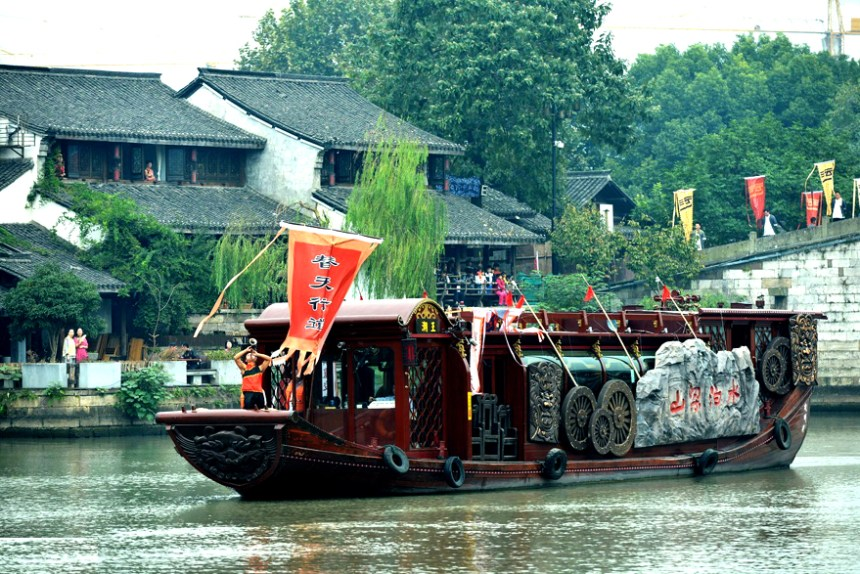 A boat built according to Water Margin novel