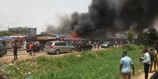 Fire razes buildings, vehicles in Lagos