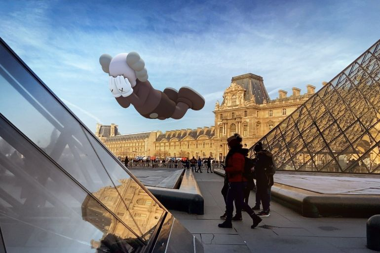 kaws réalitée augmentée sculpture