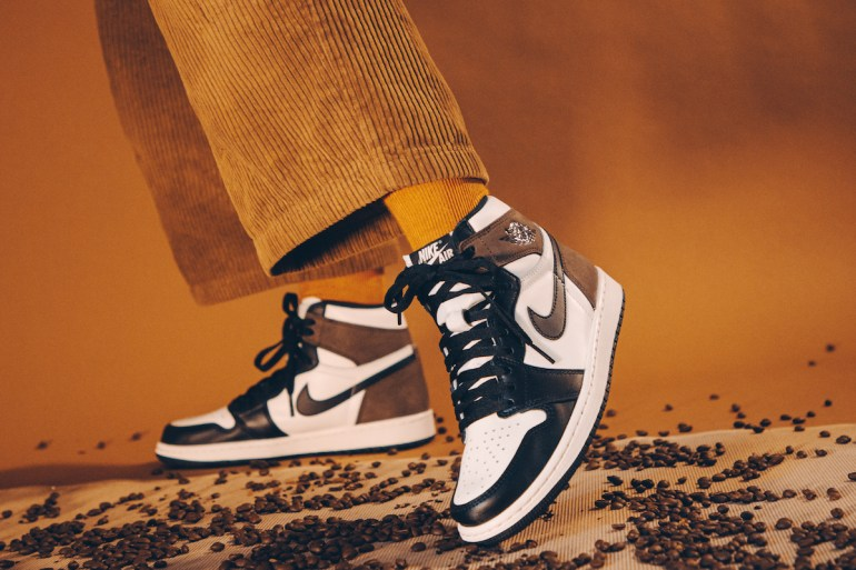 Air Jordan 1 dark mocha sneakers L resell