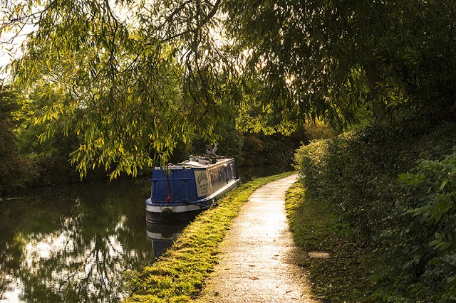 Low Sun on the canal