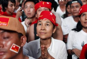 National League for Democracy (NLD) party supporters have their eyes fixed to a screen, showing results from vote counting in parliamentary by-elections, in Yangon, Myanmar, 01 April 2012. (Photo via East Asia Forum)