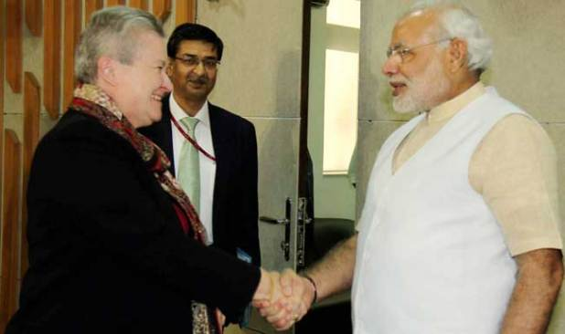U.S. Ambassaador Nancy Powell shakes hands with Gujarat Chief Minister and BJP prime ministerial candidate Narendra Modi. (Photo via India.com)