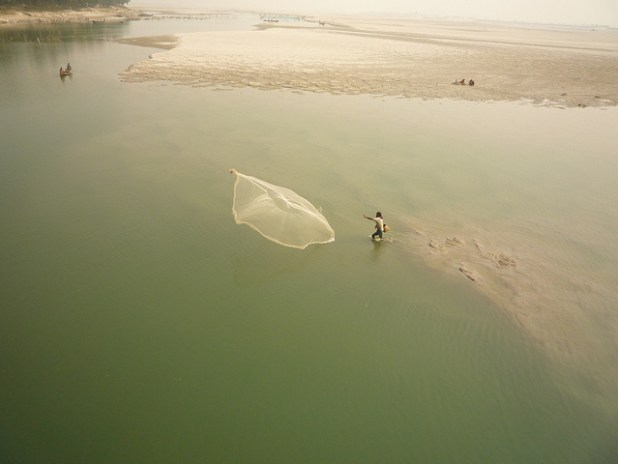Fishing on the Teesta River in Bangladesh. (Photo by International Rivers, Creative Commons License)