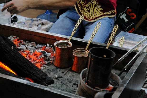 (A traditional way of making Turkish coffee. ( Özlem Ercan, Creative Commons License)