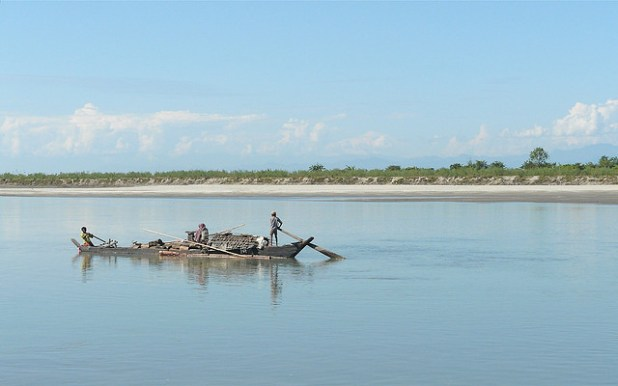 Brahmaputra passing through the Indian state of Assam. (Photo by Rita Willaert, Creative Commons License)