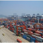 Shenzen port's container terminal. (Photo Bert van Dijk, Creative Commons License)