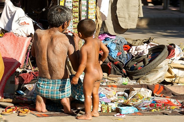 Poverty and poor civic infrastructure in the vicinity of New Delhi's Red Fort. (Photo by Larry Johnson, Creative Commons License)